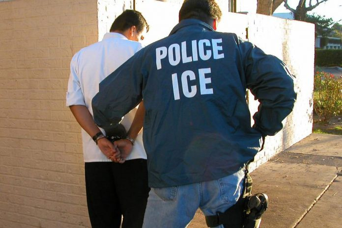 obtener residencia con arrestos previos