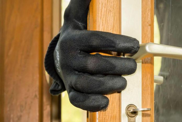 cuidado-ladrones-aunque-tu-estes-en-casa